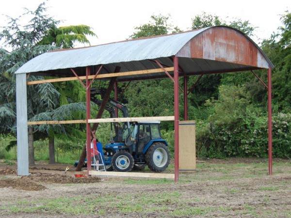 Dutch barn under construction