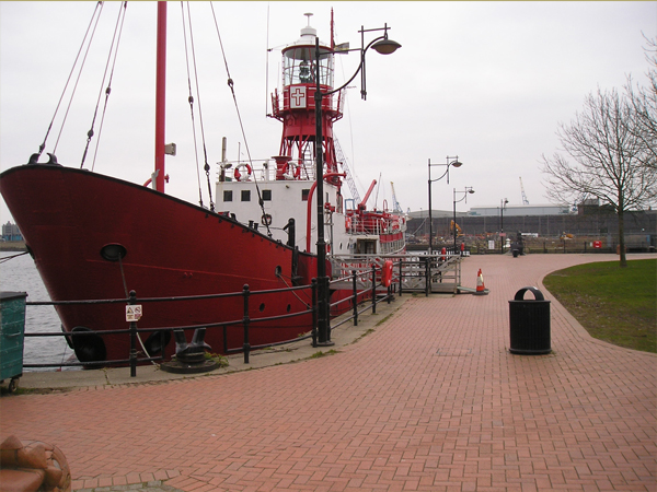 Goleulong 2000 Lightship Cardiff Bay
